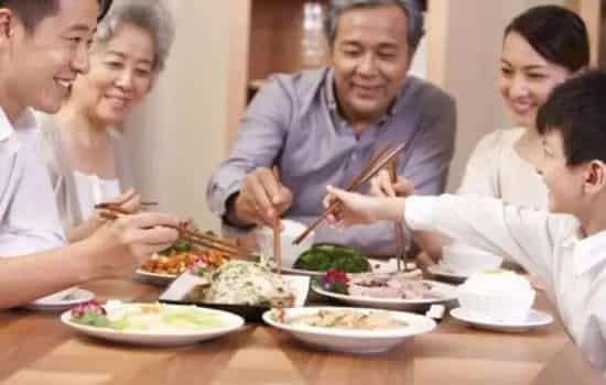 少吃饭多吃菜能减肥吗 减肥不能刻意避开主食