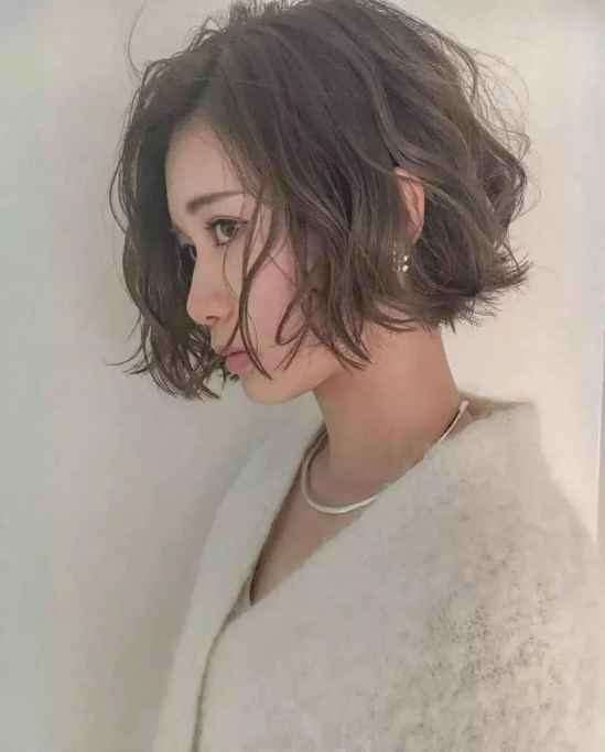 今年流行的短发发型女 这8款剪完就变美