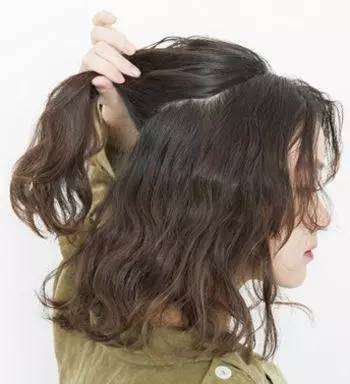 烫发编发教程图解 烫发后这样扎头发好看极了