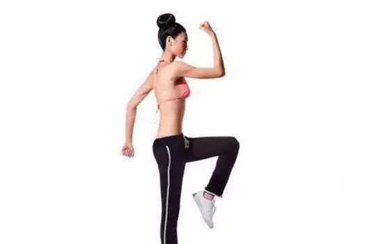 原地跑步的正确姿势 原地跑和户外跑姿势要求相同