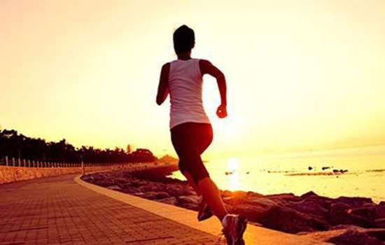 原地跑步和跑步一样吗 原地跑PK户外跑谁更胜一筹