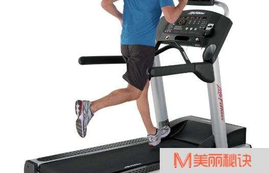 利用跑步机进行减肥 避免跑步机跑步伤膝盖的方法