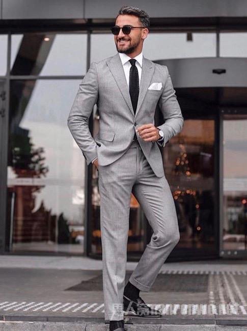 男生黑白灰怎样穿出高级感 了解这3个技巧就足够了