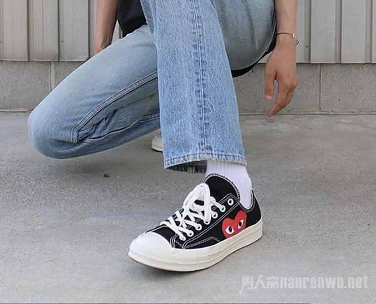 男生浅色牛仔裤配什么鞋好看 这三种舒适又有高级