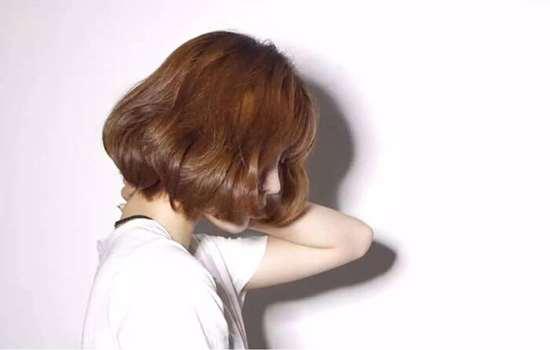 染过的头发怎么褪色 头发染色褪色的妙招