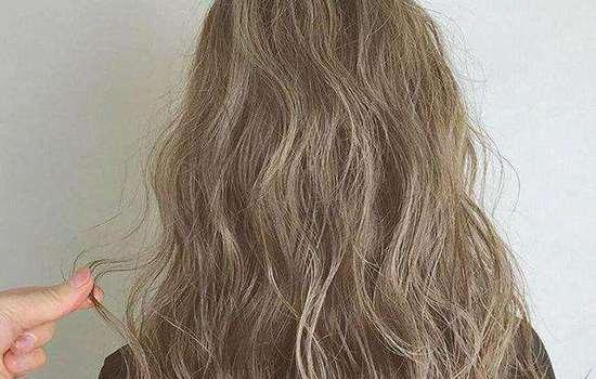 烫头发定型要多久 烫发定型药水停留时间