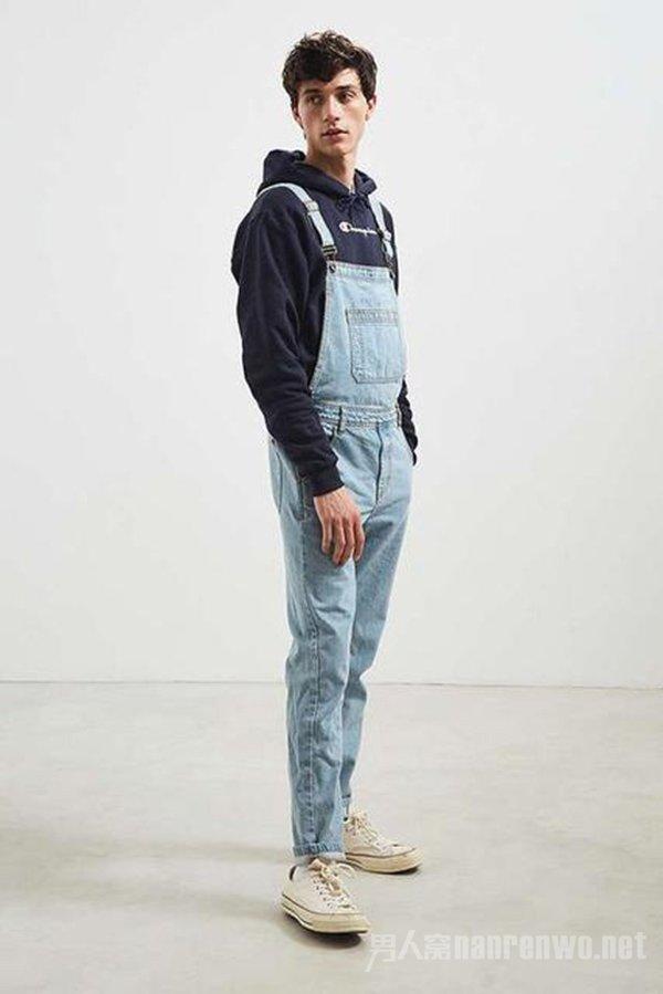 男生吊带裤怎么穿搭 看起来才不会娘炮 这三款才更潮