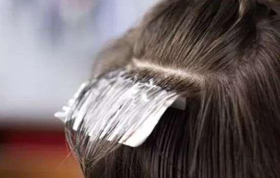 洗色和漂哪个更伤头发 染发前后的护理小知识