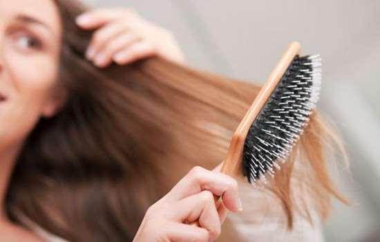 烫完头发可以用梳子梳吗 烫完头发可以用梳子