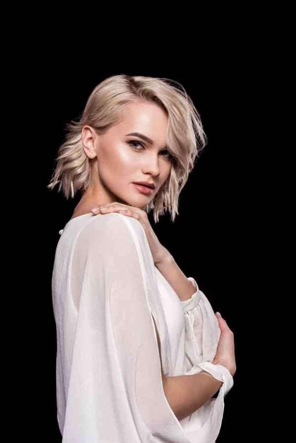 崔雪莉最新画报 穿Dior的妩媚小女人