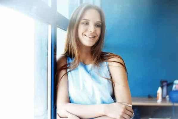 名媛Olivia Palermo纽约出街 红色长裙美艳又摩登十足