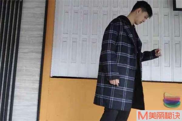 男生格子大衣怎么搭配 男生格子大衣搭配图片