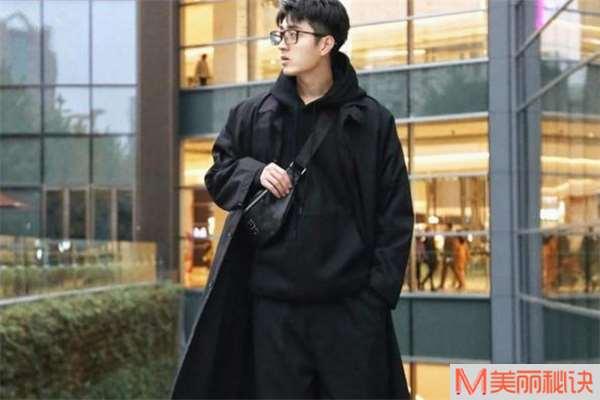 男生黑色大衣怎么搭配 男生黑色大衣内搭什么好看