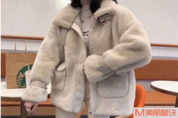 颗粒绒跟羊羔绒一样吗 颗粒绒和羊羔绒有什么区别