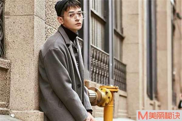 男生穿什么颜色毛呢大衣好看 男士毛呢大衣流行什么颜色