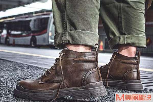 男生工装靴配什么裤子好看 男生工装靴搭配图片