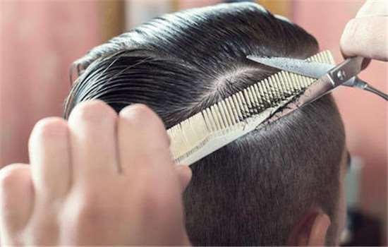 头发打薄跟剪碎发一样吗 选择适合自己的发型很重要