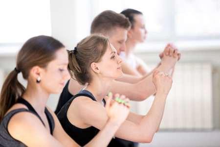 深蹲减肥效果好吗?每天坚持深蹲瘦身促成易瘦体质
