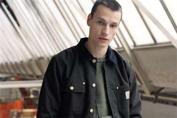 男生外套怎么穿不臃肿 男生外套显瘦穿搭法则