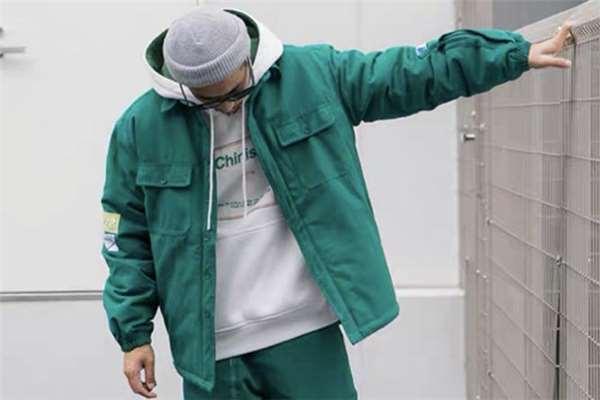 工装外套流行什么颜色 工装外套穿搭指南