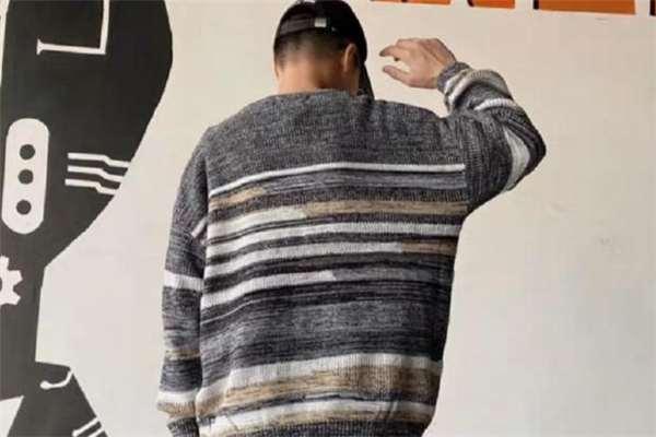 条纹毛衣什么颜色好看 条纹毛衣流行什么颜色