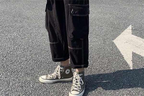 直筒裤什么颜色好看 直筒裤流行什么颜色