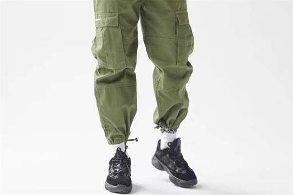 束脚工装裤什么颜色好看 束脚工装裤流行什么颜色