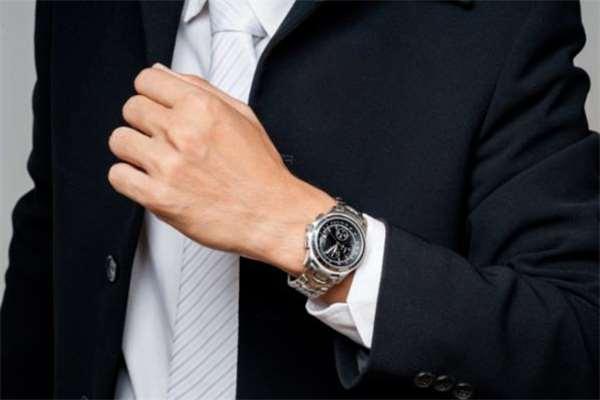 男生怎么挑选腕表 男生适合戴什么腕表