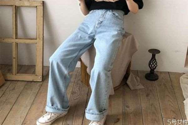 拖地裤怎么搭配好看 拖地裤的搭配方法