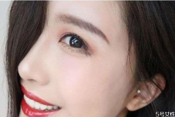 眼睛小带美瞳能显大吗 为什么带美瞳眼睛会大