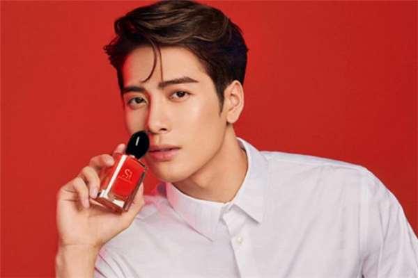 阿玛尼红色挚爱香水真假辨别 红色挚爱香水适合多大年龄