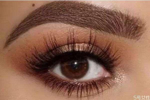 欧美眼妆白色眼影膏是什么 欧美眼妆白色打底的什么
