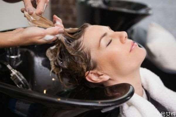 染发皮试20分钟够吗 怎么判断染发过敏