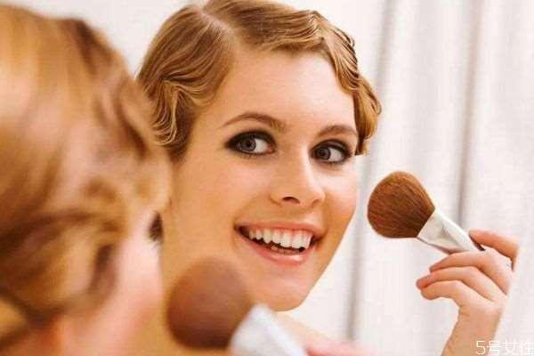 长脸怎么化妆好看 适合长脸的妆有什么