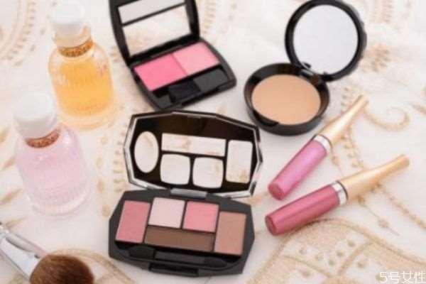 劣质化妆品会带来哪些皮肤病 劣质化妆品的危害