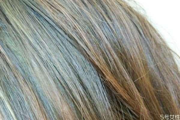 刚软化的头发能染色吗 头发软化后几天能染色