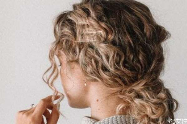 用卷发棒可以维持多久 这样做让卷发维持更长时间