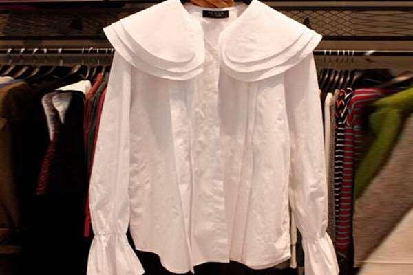 娃娃领衬衫怎么搭配好看 娃娃领衬衫的搭配方法