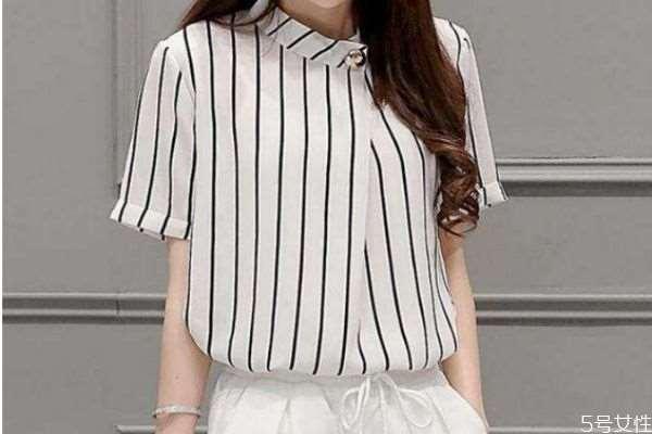 条纹服装应该怎么搭配 条纹服装的搭配方法
