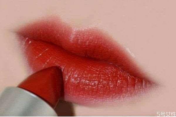 可以用口红当腮红吗 口红当腮红会长斑吗