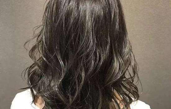 纹理烫多久可以洗头发 烫发后多久才可以染发