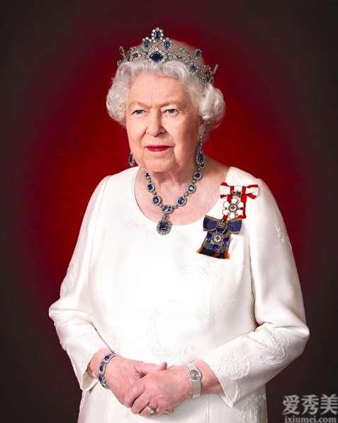 女神戴全套皇家蓝钻石首饰,凯特的蓝色宝石与之对比,确实不值一提