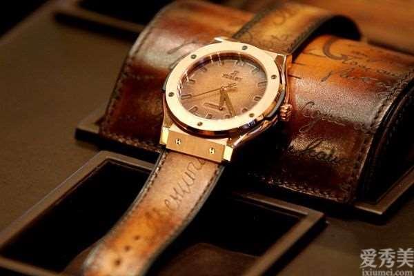 为什么高档手表都选择表皮层表带而不是钢制?