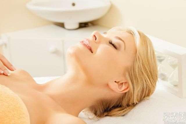 起斑的女性,临睡前填补3种维生素,坚持不懈1件事,杜绝雀斑