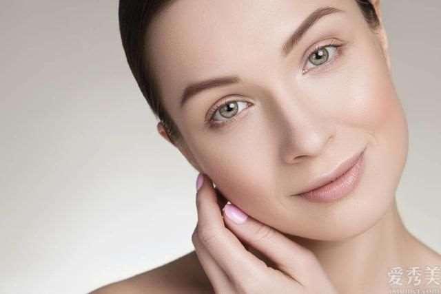 女人要想好看就需要重视肌肤维护保养,为何从晚间保养肌肤学起