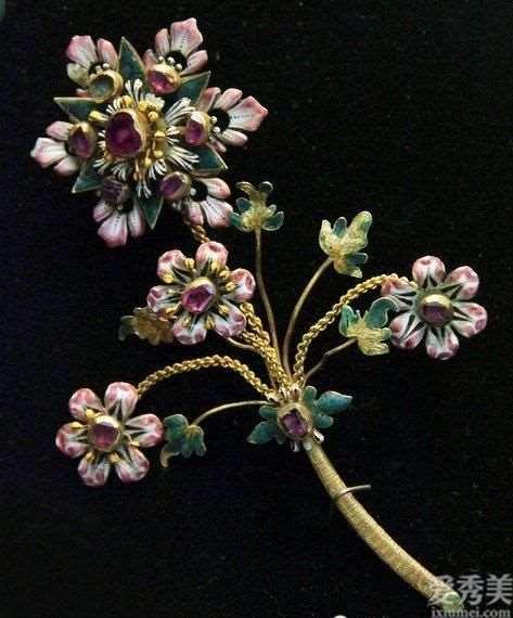法国珠宝首饰幽雅优雅,独有的风土人情容光焕发升級的风彩,令人赞叹不已