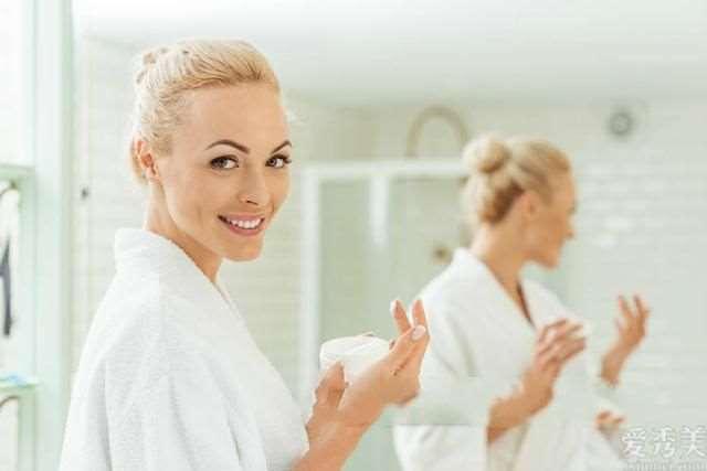 为何先擦乳液,再擦爽肤水,美容导师讲出了真实情况,希望你没犯错