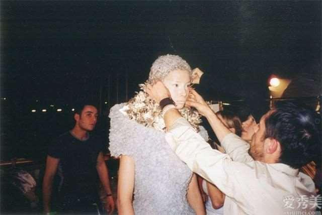 AlexanderMcQueen秀上这种疯狂珠宝皆来源于ShaunLeane之手