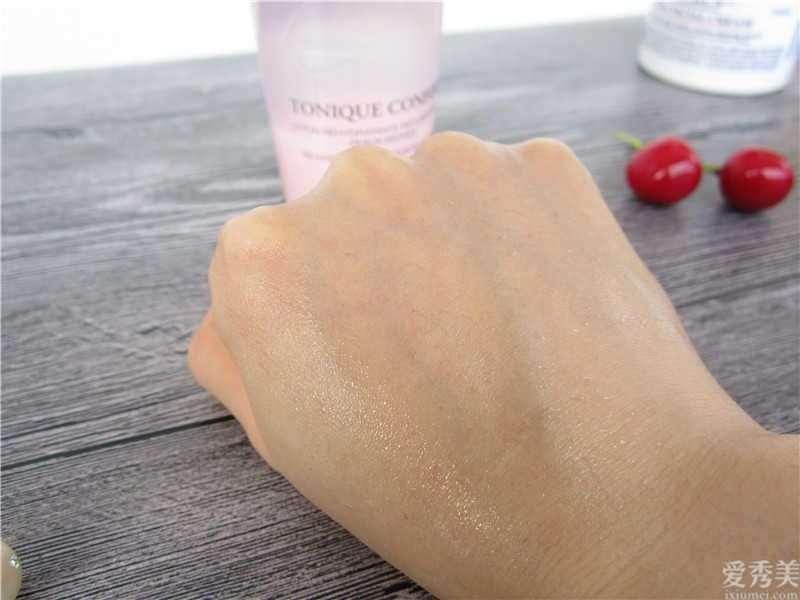 油性皮肤的人化妆的情况下不便许多,该怎么改进这类情况呢