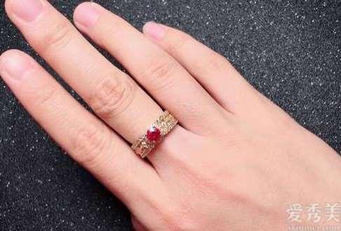 3款方案设计绝佳的婚戒,让你的婚礼铺满不一样的韵味